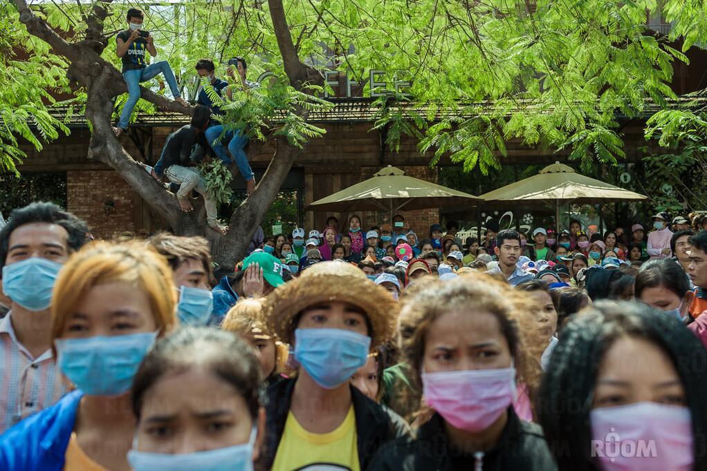 Забастовщики напротив министерства труда