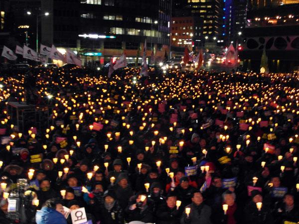 солидарность с забастовщиками выразили десятки тысяч корейцев