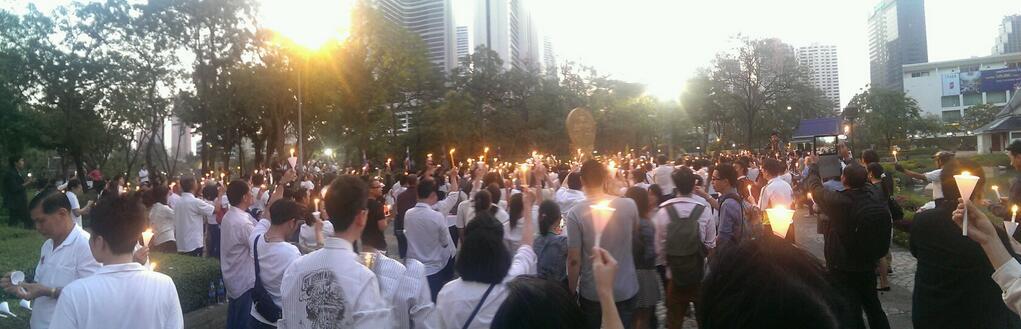 демонстранты во время компании #RespectMyVoice, также несут надписи: nofashism — именно так многими трудящимися в Таиланде воспринимается оппозиция ДемПартии.