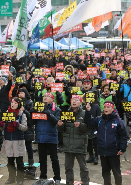 Члены профсоюза призывают к отставке правительства