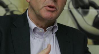 Джон Эванс является представителем Консультативного профсоюзного комитета при ОЭСР (OECD-TUAC) и Международной Конфедерации Профсоюзов (ITUC), крупнейшей профсоюзной организацией в мире. Таким образом, он является весьма представительной и главное официальной фигурой, представляющей две крупнейшие мировые организации.
