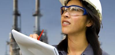 Это исследование использует самые последние доступные данные национальной статистики [1] для изучения влияние нахождения женщины в профсоюзной организации на её заработную плату и льготы на рабочем месте. Даже после учета таких факторов как возраст, расовая принадлежность, промышленная сфера деятельности, уровень образования и место проживания, данные показывают резкое увеличение оплаты труда и пособий для тех из женщин кто состоит в профсоюзе, по сравнению с теми, кто ими, профсоюзами, не охвачен.