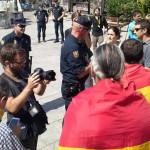 Полиция задержала трех человек за демонстрацию республиканского флага