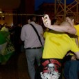 """25 мая, в день коммунальных выборов, группа фашистов, в основном из """"Правой"""" партии и других группировок, попыталась ворваться в ратушу, где в этот момент подводили итоги выборов."""