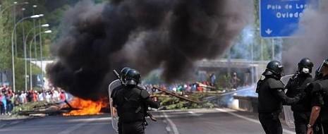 Прокуратура Астурии потребовала наказания от полутора до пяти лет тюремного заключения для десяти шахтеров за «массовые беспорядки» во время протестных акций в июле 2012 г..