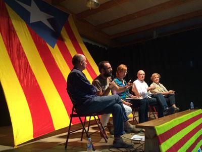 Льюис Льяк, Бенет Салельяс, Сальвадор Кардус и Пилар Раола на мероприятии в поддержку независимости (фото М. де Делас)