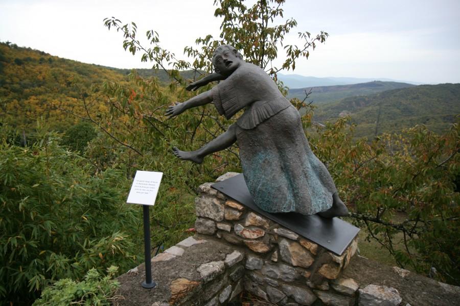 Фото: один из памятников жертвам резни.