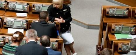 Виктория Нуланд позволила себе слова, по сравнению с которой ее знаменитая фраза «Fuck the EU» выглядит верхом королевского этикета. Даже переводчик в конце концов решил снизить эмоциональность ее выступления...