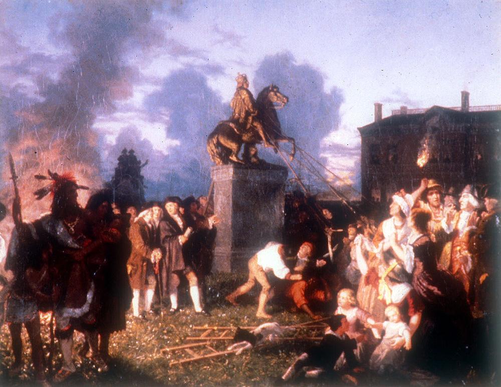 Революционеры ломают памятник английскому королю