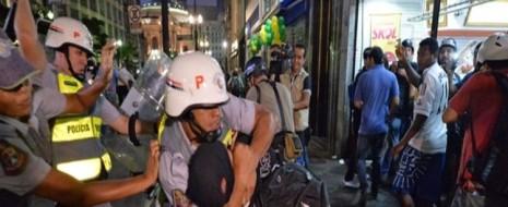 """Скоро-скоро, в знойной Бразилии будет мундиаль. Пока он не начался - бразильцы возмущаются! И вот то, что бразильцы, в нашем представлении не просто """"кудесники мяча"""", но и жители..."""