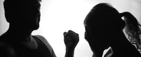 Нарастание конкурентности социальной среды ведёт к росту числа неприятностей, которые партнёры должны бы решать совместно, по солидарному, а не конкурентному типу. В норме мужчины реагируют на проблемы агрессией...