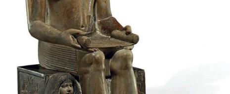Власти Нортгемптона, представляющие правую Консервативную партию, продали в закрытую частную коллекцию, принадлежащую сохранившему анонимность богатею стариннейшую египетскую статую из местного музея - изображающую...