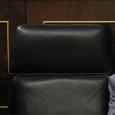 Бывший министр юстиции просил премьер-министра найти компромиссный выход из конфликта, вызванного его законопроектом о контрреформе относительно абортов, однако его резкий уход вызвал правительственный кризис в самый неподходящий для НП момент.