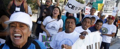 Новое исследование Университета Южной Калифорнии на тему вклада иммигрантов в экономику показало, что нелегальные иммигранты в Калифорнии составляют 10% рабочей силы и отдают 130 миллиардов долларов в копилку валового внутреннего продукта, - пишет LA Times.