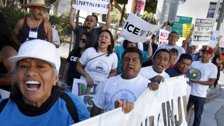 Новое исследование показало, что нелегальные иммигранты приносят Калифорнии 130 миллиардов долларов. Тем не менее, они лишены элементарных прав человека и ежедневно сталкиваются с угрозой депортации.