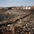Чем жёстче природоохранное законодательство в развитых странах - лидерах по производству отходов, тем больше бизнес обходит его, направляя потоки мусора к бедным. И в бедные районы собственных стран, и в третий мир.