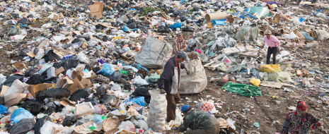 Как известно, «статистика знает всё». Знает она и то, что примерно 1–2% людей на планете заняты сбором мусора. Цифра приближенная — нелегко получить данные о тех, кто зачастую не имеет документов, работает на труднодоступных (а иногда и нелегальных) мусорных...