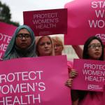 Как пропаганда помогла за год закрыть половину женских клиник в Техасе