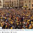 Собравшиеся скандируют «Проголосуем!», «Хотим голосовать», «Демократия!», многие одеты в желтые футболки Каталонской национальной ассамблеи.