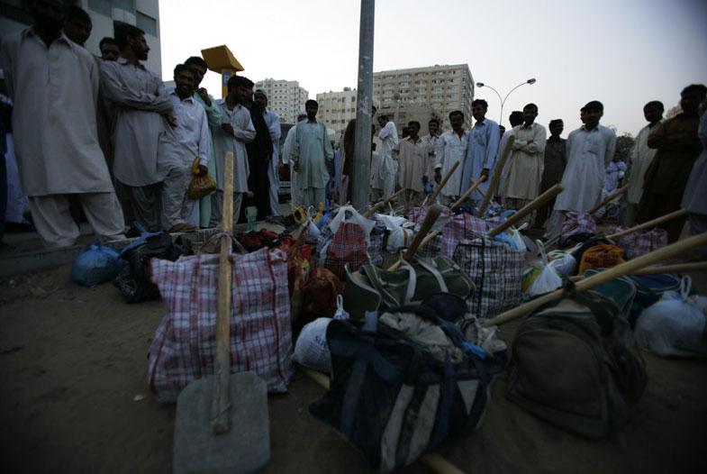 Картинки по запросу 6. В Дубае нет безработных
