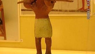 Потом «старые мехи» исчезают, и в Древнем Египте, где не было никаких полисов, эндогенно формируется рабство вполне классического образца, с одновременным становлением «эллинского» противопоставления «раба» бедному, но свободному, на основе чего...