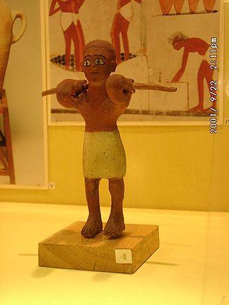 Фигурка (ушебти) раба из гробницы периода Старого царства