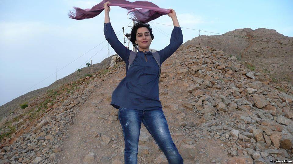 Фото иранской женщины с непокрытой головой, размещенное на странице «Тайные свободы иранских женщин» в социальной сети Facebook.