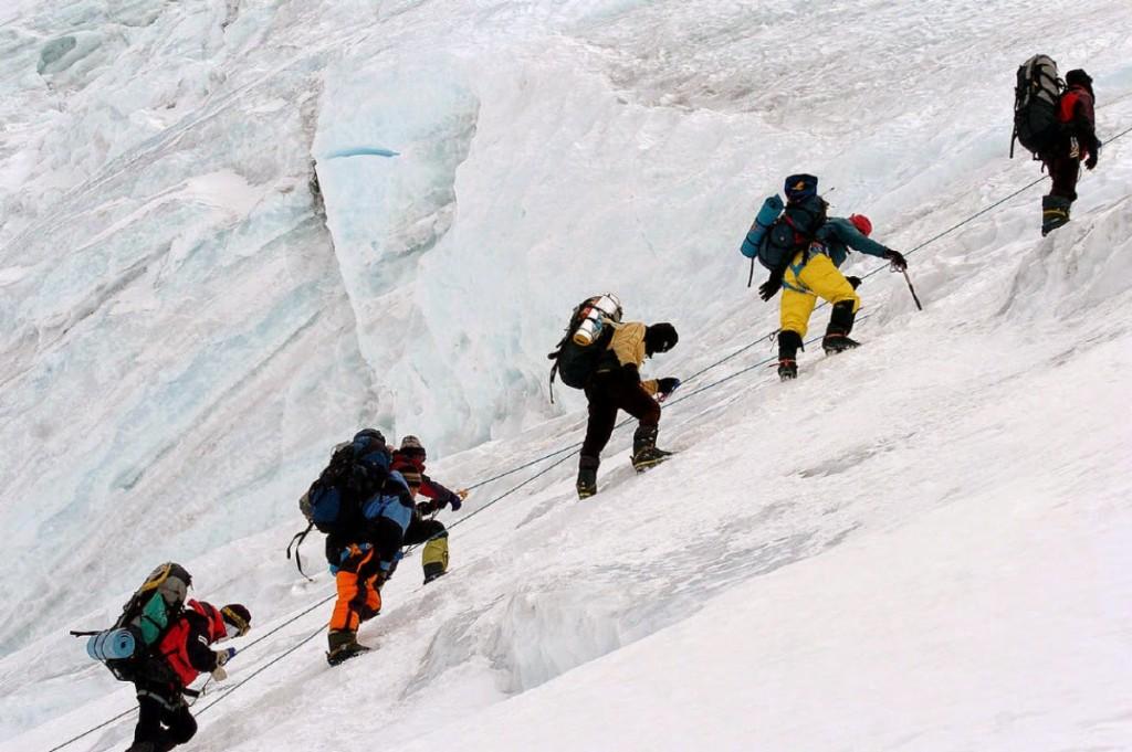 climbers_on_everest