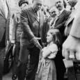 Этот снимок, сделанный фотографом Guinaldo Nicolaevsky 5 сентября 1979 года в городе Белу-Оризонти (Бразилия), стал символом неподчинения военной диктатуре: 5-летняя...
