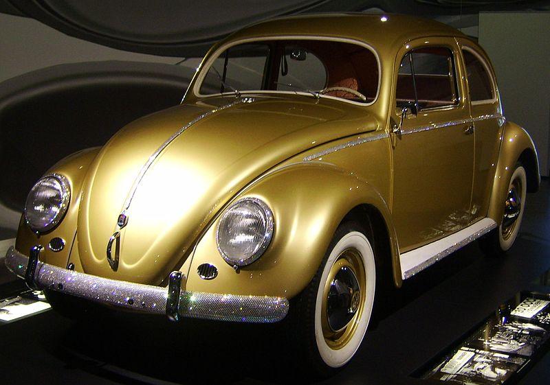 """Миллионный """"Фольксваген-Жук"""", 1955. Задуман как """"народный автомобиль"""" при Гитлере"""