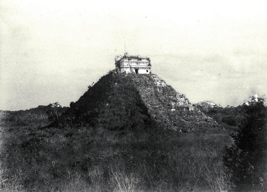 Остатки пирамиды в Чичен-Ице, 1892 год