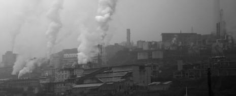 Данная статья, опубликованная в журнале Nature, рассматривает преждевременную смертность от заболеваний, вызываемых загрязнением воздуха, основные категории загрязнителей, связанных с этой смертностью, ее географическое распределение и возможную динамику изменения вплоть до 2050 года.