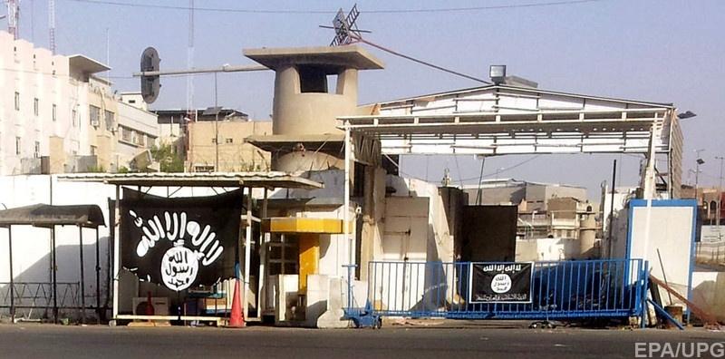 Флаг ИГИЛ на здании в Мосуле, лето 2014 г.