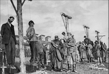 Чехословаки вешают красногвардейцев