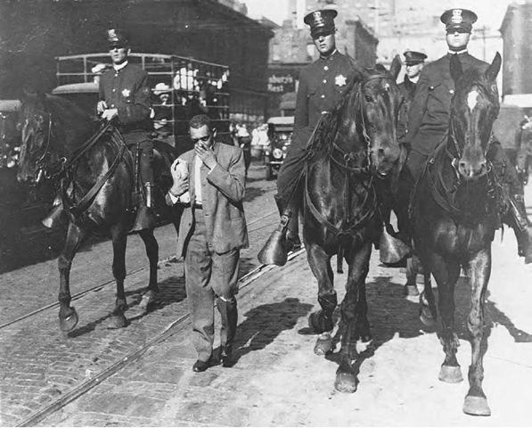 Полицейское патрулирование после погрома