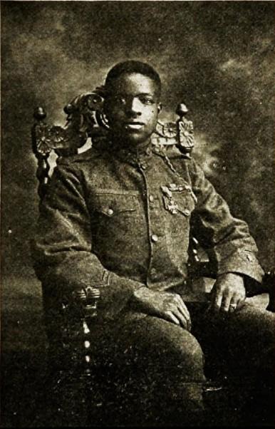 Сержант Баррингтон (369 полк) с французскими  военными наградами Medaille Militaire и Croix de Guerre.