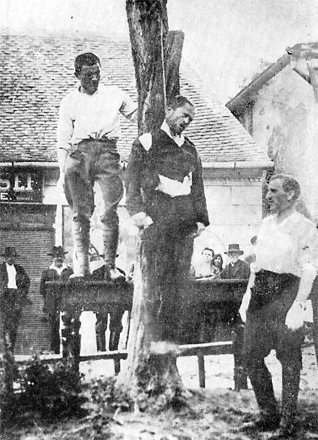 Белые венгерские милиционеры вешают революционера, 1919 год. Иллюстрация из книги «Война во время мира: Военизированные конфликты после Первой мировой войны. 1917–1923»