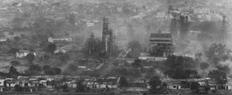 Взрыв на химическом заводе в Бхопале (штат Мадхья-Прадеш, Индия), произошедший в ночь со 2 на 3 декабря в 1984 г. унес жизни почти трех тысяч человек, а всего от выброса 40 т ядовитого газа погибло около 15 тысяч. Многие получили тяжелые хронические заболевания дыхательных органов и глаз. Эта трагедия по сей день считается одной из самых серьезных экологических катастроф в истории человечества.