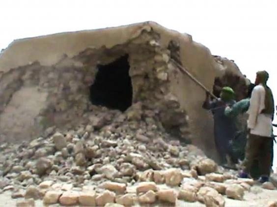 Исламисты разрушают древнюю гробницу в Тимбукту (Мали)