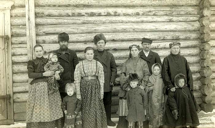 Группа селян коми-зырян, начало XX века