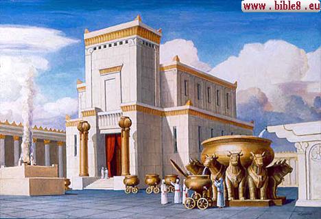 Макет центрального входа в Храм с двумя медными столбами
