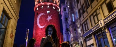 В связи с неудавшимся государственным переворотом в Турции интересно рассмотреть те возможности «новых медиа» (социальные сети, электронные СМИ и т.д.), которые во время путча были в руках...