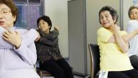 В Японии на протяжении всей жизни женщины вынуждены несколько раз прерывать свою рабочую карьеру во имя семьи. Способствует ли стабильности общества данная тенденция, и с чем сталкиваются пожилые женщины в Японии на практике?