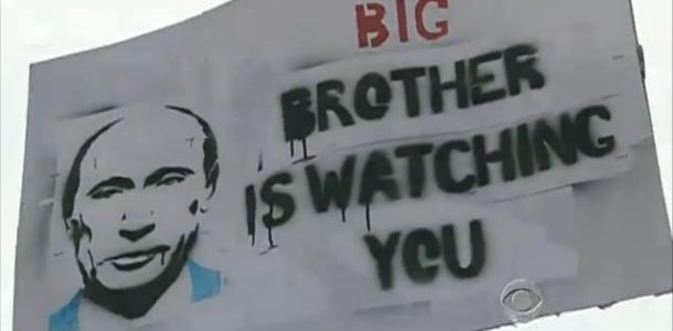 Отдельные законодательные акты или секретные инициативы времен Холодной войны – это всё не то.  Настоящая охота на граждан началась с введения в США «Патриотического акта» и последующего дрейфа  методик тотальной слежки во все страны мира.