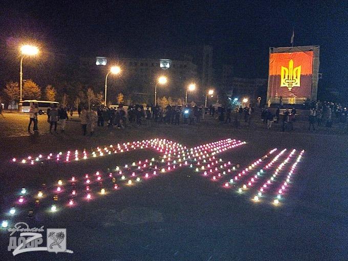 Фашистский символ на месте сваленного памятника Ленину в Харькове