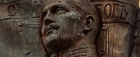 Вся мотивация установивших доску сводится к тому, чтобы возвеличить Маннергейма как героя, стоящего в длинном ряду борцов с СССР и коммунизмом (не будем смущаться, там и персонажи поинтереснее есть). Но, казалось бы, какого черта памятник в России ставят памятник персонажу,...