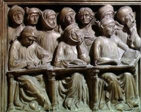 """Студенты университетской аудитории (Германия, XIV век). Видно, что студенты - самых разных возрастов. Первые ряды слушают внимательно, а """"камчатка"""" и в то время была верна себе - болтает и даже спит"""