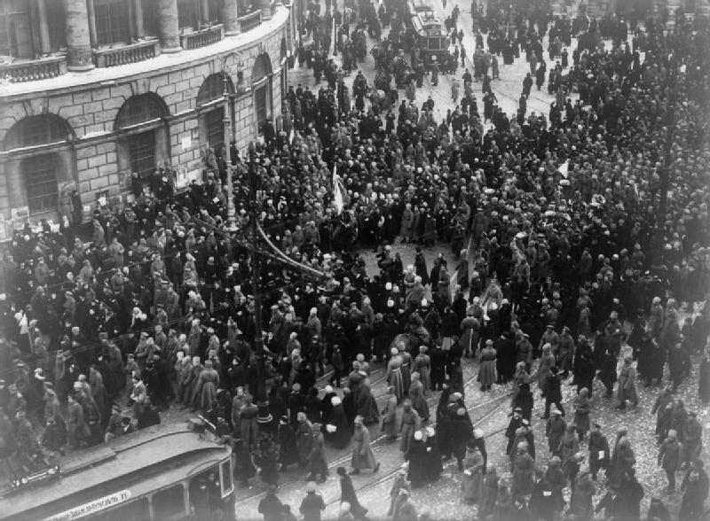 Демонстрация в Петербурге в первые дни революции