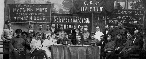 Что Февральская революция не была социалистической, это, конечно, совершенно правильно. Но из этого отнюдь не следует, что она не была эпизодом борьбы пролетариата с буржуазией, ибо не всякое столкновение этих двух классов есть непременно социалистическая революция,—таким является только последнее и. решительное их столкновение. А как эпизод борьбы пролетариата с буржуазией, Февральская...