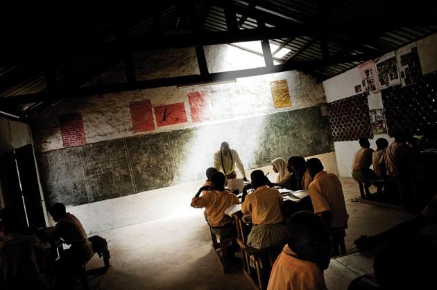 Малообеспеченные студенты из Кении часто интересуются наукой, но у них возникают трудности с карьерным ростом. Francesco Cocco/Contrasto/eyevine